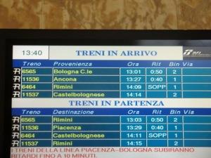 annuncio ritardi alla stazione di Forlì, la mattina di venerdì 6 febbraio 2015